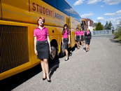 Student-Agency-Bus mit Stewardess